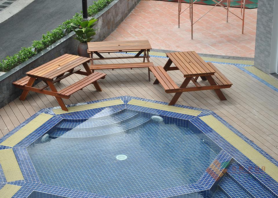 Công trình sàn gỗ nhựa ngoài trời cho hồ bơi