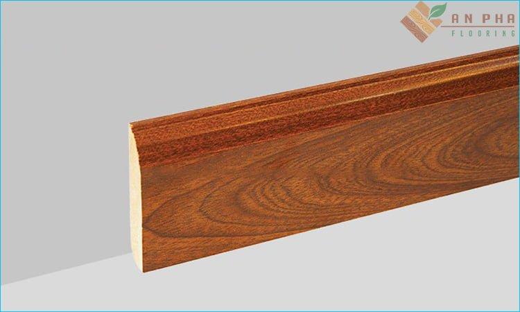 phào chân tường gỗ tự nhiên