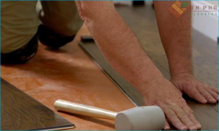 Chọn mua sàn gỗ phải nhờ chọn đơn vị thi công đảm bảo độ uy tín và tay nghề