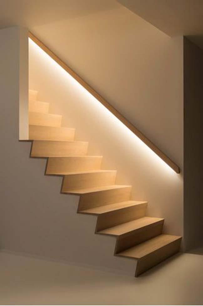 Cầu thang nguyên khối kết hợp đèn trang trí, đơn giản nhưng sang trọng