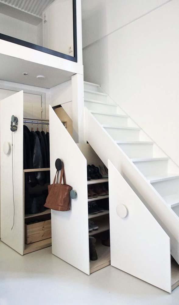 Cầu thang kết hợp tủ, kệ đựng đồ, tiết kiệm diện tích, tăng không gian chứa đồ