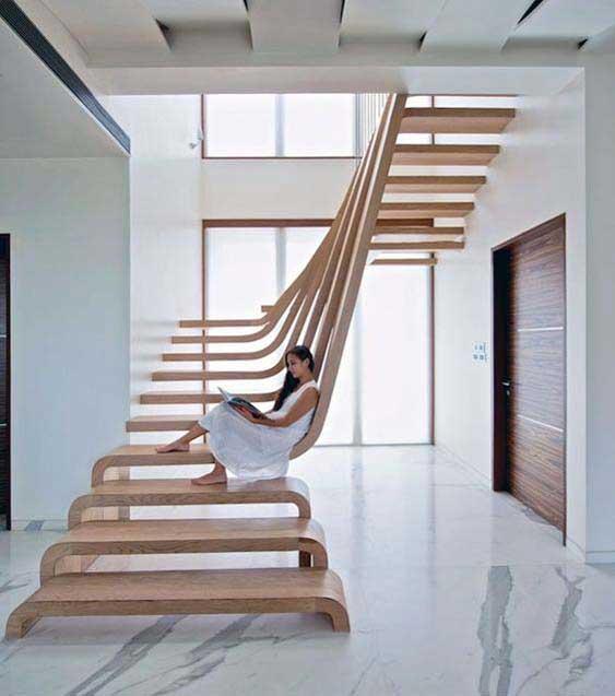 Cầu thang với thiết kế độc đáo, mới lạ, làm từ gỗ nguyên khối đẽo gọt mà thành