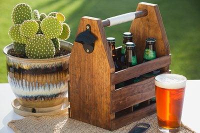Làm sao để tạo ra khay đựng rượu gỗ dùng để trang trí phòng khách đẹp