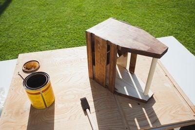 Sơn phủ bề mặt cho khay gỗ