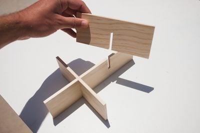 Mảnh B cưa 2 vị trí, sau đó ghép với 2 mảnh A ta được như hình
